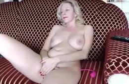 Blonde milf masturbating live porn