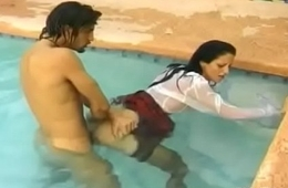 hot wife gets underwater fucked