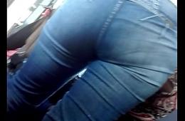 Jovencita en jeans
