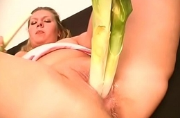 bbw playes with vegetables