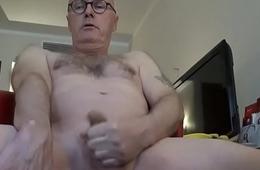 Ulf Larsen expose himself and orgasm!
