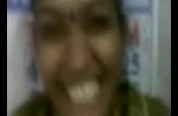 Tamil aunty giving fellatio for her guy Kanchi MMS