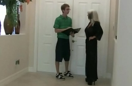 Seducing the paperboy for my CUCKOLD skimp