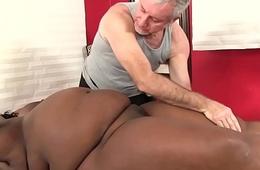 Big bellied black girl Daphne Daniels gets a sex palpate