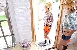 Costumed teen face jizzed