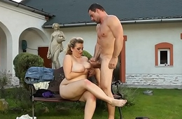 BBW outdoors facesits before cumshot on tits