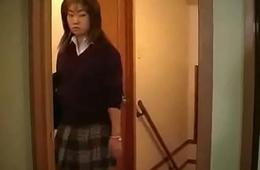 Geile asiatisch japanische Mutter fickt Sohn und Tochter zusammen
