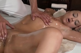 Dicksucking beauty banged by her masseur