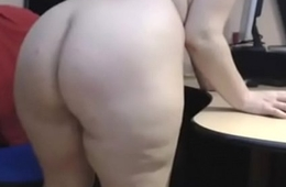 old mature progenitrix show her beautiful big booty